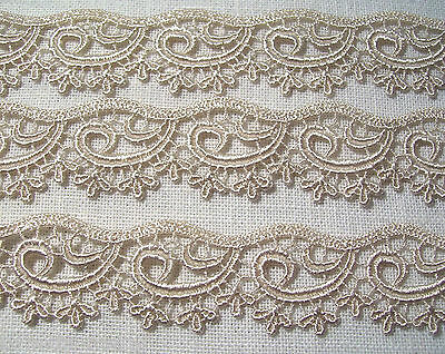 D26 / BEIGE - DENTELLE GUIPURE VAGUE ARABESQUE ** 27 mm ** COUTURE POUPÉE