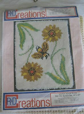 """Vintage Latch Hook Rug  Canvas by R&D Creations BUMBLE BEE RG-115 20""""x27"""" Cute!"""