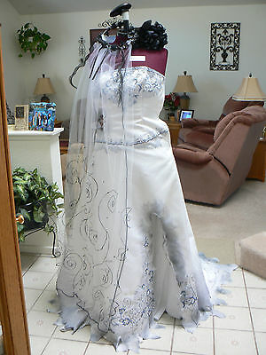 EUC Tim Burton's Corpse Bride Handmade Replica Dress, Boquet, and Veil