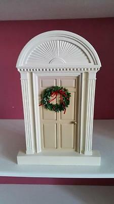 Accessory for Byers Choice Holiday Colonial Door with Wreath