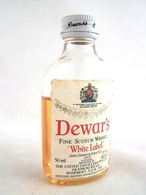 Miniature circa 1984 DEWAR'S WHITE LABEL Whisky( Plastic bottle) Isle of Wine
