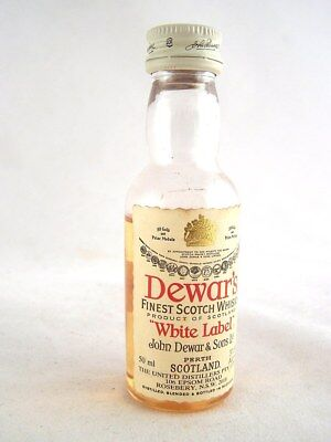 Miniature circa 1979 DEWAR'S WHITE LABEL Whisky (Plastic bottle) Isle of Wine