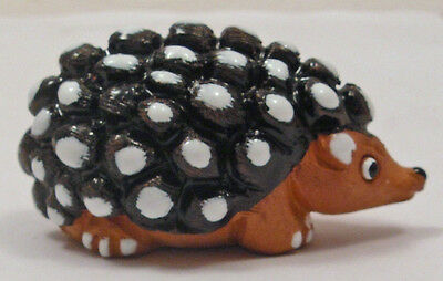 Hand-Painted Hand-Crafted PERUVIAN CERAMIC HEDGEHOG Stamped B.J. (23)