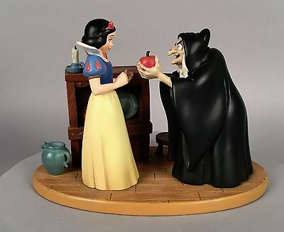 Jacqueline Perreault - Snow White and the Apple Hag Figurine Disney LE 1930/2500
