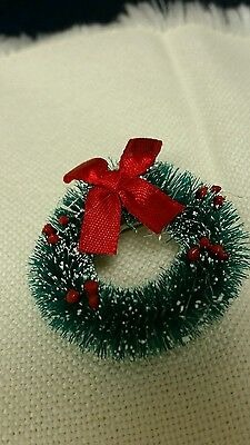 NEW Hand Crafted Christmas Holiday Winter Wreath Green Lapel PIN Brooch Craft