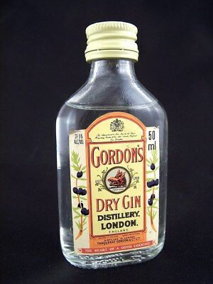Miniature circa 1975 GORDON'S DRY GIN Isle of Wine
