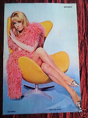 Suzy Kendall - Magazine Clipping- ( Centrespread Picture ) Pin -Up