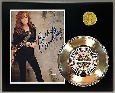 Bonnie Raitt Reproduction Signature Gold 45 Record Ltd Edition Display