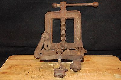 """Vintage No M 2 1/2 Inch HD Plumbing Pipe Bench Vise 1/8-2 1/2""""Cast Iron (F2)"""