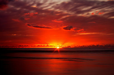 Sunset Rise Rays Deep Red Sky Sea WALL ART CANVAS FRAMED OR POSTER PRINT