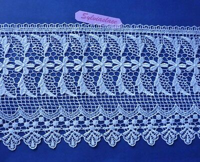 1. 09   metres of Stunning  White Guipure Lace  18 cm Wide