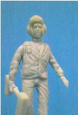 PWMP F3210 1/32 USN Crewmember walking w/ wheel chocks