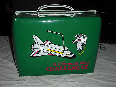 Vintage 1986 U.s. Space Shuttle Challenger Vinyl Lunch Box. ....wow. ..minty..