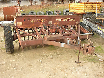 Disc Seed Drill 16 Row International 6.1 Complete Unit Good Boxes Needs Paint