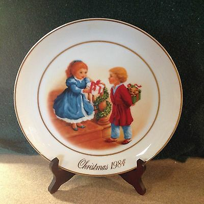 """Avon 1984 """" Celebrating the Joy of Giving """" Christmas Plate with 22k Gold Trim"""