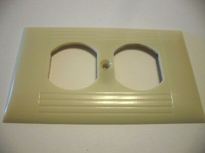 Vintage IVORY Outlet Wall Cover Plate Ribbed Bakelite Sierra Electric Pre-owned