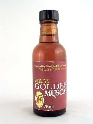 Miniature circa 1973 WOODLEY'S GOLDEN MUSCAT 75ml Isle of Wine