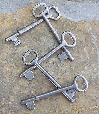 Five Antique Skeleton Keys    Antique Door Keys