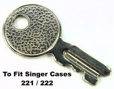 SINGER 221 / 222 Featherweight Sewing Machine US Original Case Key