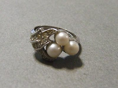 Vintage Faux Pearl And Rhinestone Adjustable Size Silvertone Ring (K7)