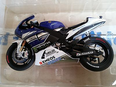 MINICHAMPS 122 133946 YAMAHA YZR-M1 model bike V Rossi Test Jerez 2013 1:12th