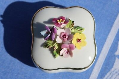 Porcelain Pill Box, Gift Box With Flowers On Lid BEAUTIFUL