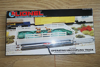 Lionel operating / uncoupling track 027 gauge boxed and in very good condition
