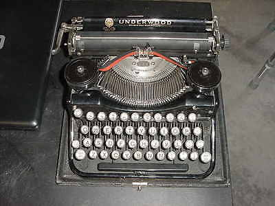 beautiful little underwood standard portable typewriter 4 bank keyboard 1926 a1