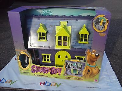 New Scooby Doo Dog Figure & Mystery Mansion Haunted House Toy Play Set