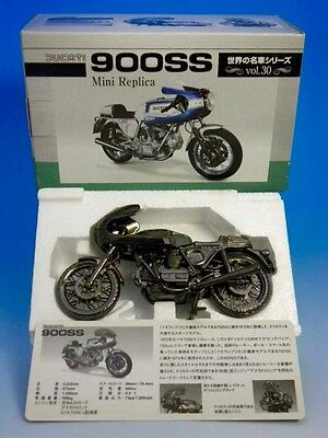 F/S w/tracking DUCATI 900SS DieCast Model Figure Not for Sale from Japan NFS