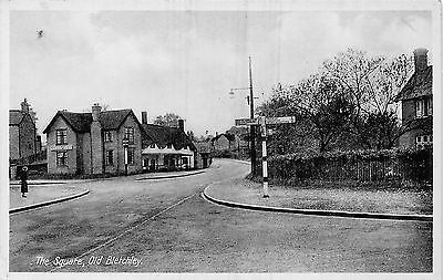 POSTCARD   BUCKINGHAMSHIRE   OLD  BLETCHLEY   The  Square   Circa  1938