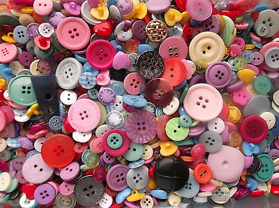 Card Making Crafting N2905-100 x 11 mm BLACK Buttons Sewing Scrap-booking