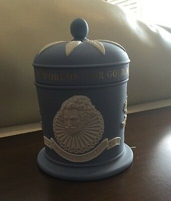 Wedgwood Collectors Society Sir Walter Raleigh Tobacco Jar Limited edition Mint!