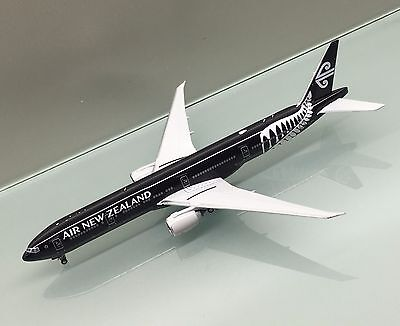 Phoenix 1/400 Air New Zealand Boeing 777-300ER ZK-OKQ ALL BLACKS die cast model