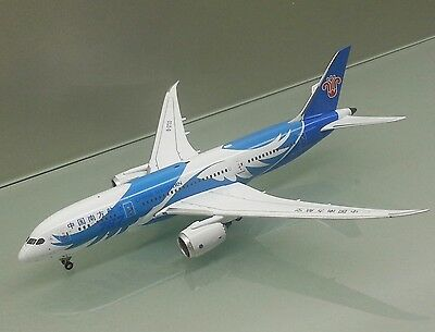 Apollo 1/400 China Southern Boeing 787-8 B-2733 die cast metal model