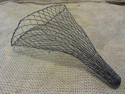 Vintage Hanging Metal Wire Basket > Antique Old Garden Kitchen Boxes 9603