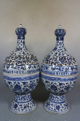 beautiful chinese blue and white porcelai a pair vases