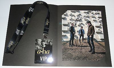 A-HA SIGNED PHOTO COMPLETE & RARE VIP CAST IN STEEL TOUR LANYARD Morten Harket