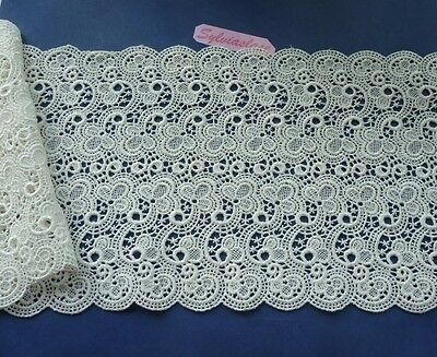 1 metre  of  Stunning   Cream  Guipure  Lace    18  cm Wide  Wt  85 g