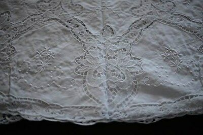 "GORGEOUS HAND EMBROIDERY AND DRAWN WORK 68"" ROUND TABLECLOTH White"