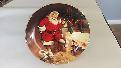 """Knowles Santa By The Fire 8 1/2"""" Plate 1st Issue in The Sundblom Santa Series"""
