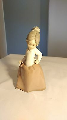 """Nao Girl In Brown Dress and Ponytail 6 1/4"""" Tall Figurine Lladro Valencia Group"""