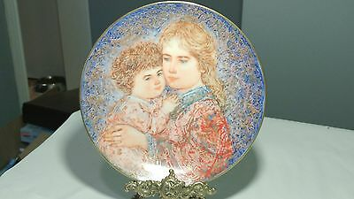 """Knowles 8 3/4"""" Edna Hibel Mother's Day Plate 1985 Collector's Item!"""
