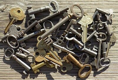 30 Assorted Antique Keys  Furniture Padlock  Skeleton  Cabinet  Mortise