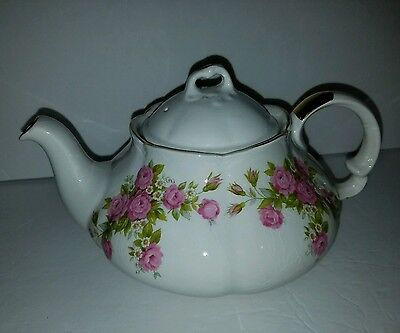 Wood & Sons Ellgreave England 4 Cup Teapot with Roses with Gold Trim