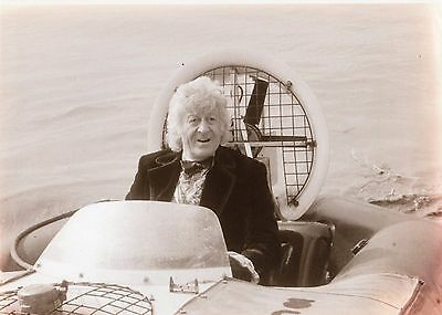 PUBLICITY DR WHO PHOTOGRAPH B & W JON PERTWEE HOVERCRAFT SCENE 11 x 8