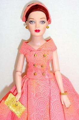 """Fancy That Tiny Kitty Collier Tonner 10"""" Fashion Doll w/Stand"""