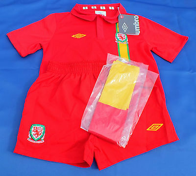 BNWT Authentic Umbro Wales Home 6-7 Year Old Shirt Shorts Socks Kit Strip