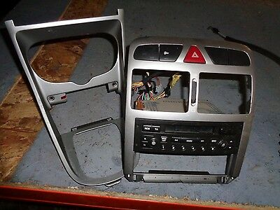 Peugeot 307 2.0 8V Hdi 2003-Standard Stereo And Silver Trims