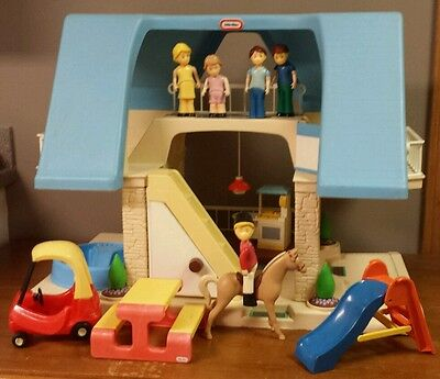Little Tikes Place Doll House Dollhouse Blue Roof People Furniture Lot Coupe Vtg